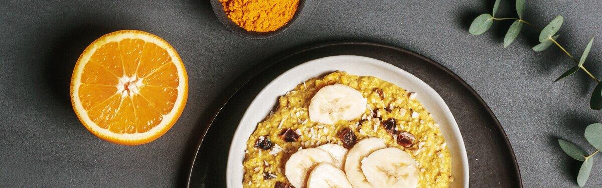 Cremiger Porridge mit fruchtigen Orangenschalen