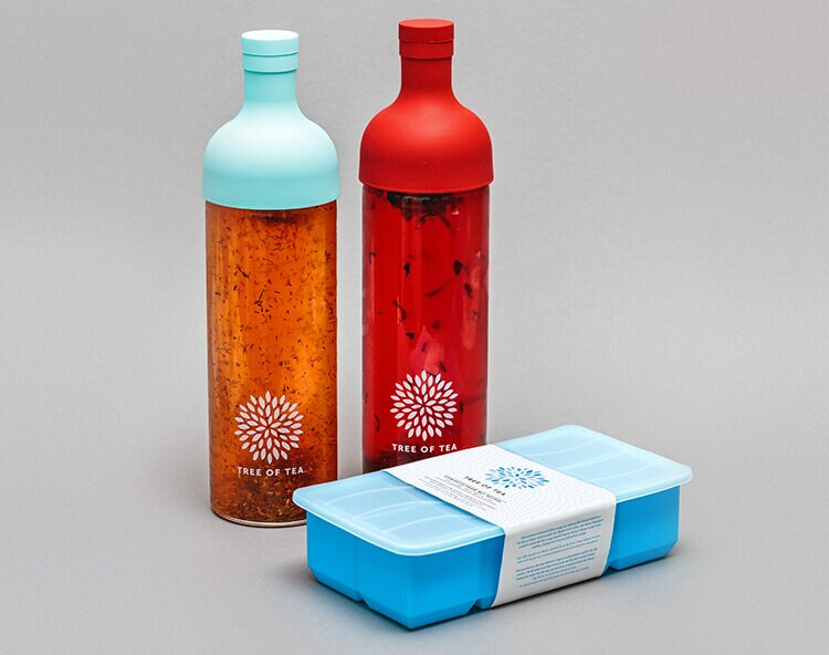 Die Eisteeflasche im Set mit der XXL Eiswürfelform