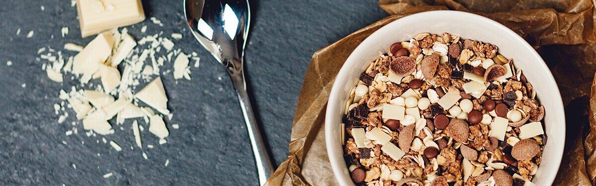 Schuko-Müsli mit weißer Schokolade, Vollmilchschokolade und Zartbitterschokolade