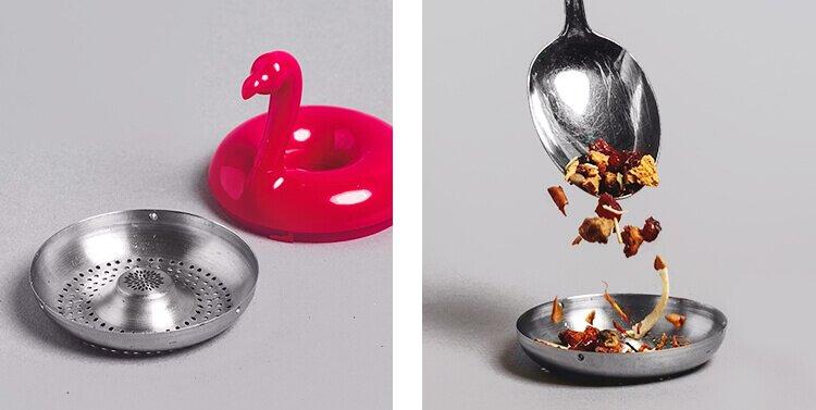 Flamingo Teesieb öffnen und mit losem Blatttee befüllen