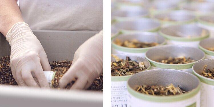 Manuelle Abfüllung der Blatttees in unserer Teemanufaktur