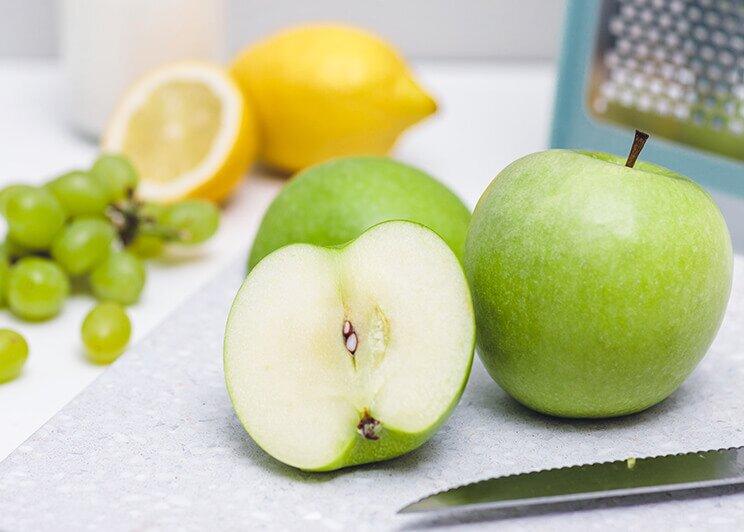 Apfel, Zitrone und Trauben