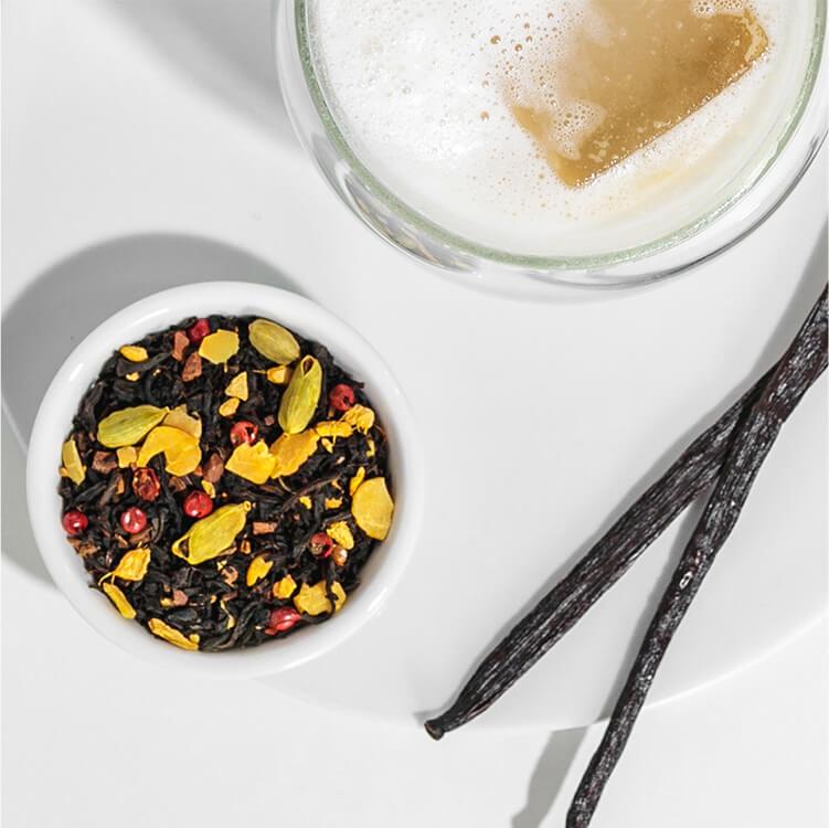 Iced Chai Latte mit Golden Glory und Vanilleschoten