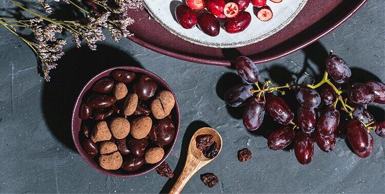 Unsere Chocs mit Kakaostaub und fruchtigen Rosinen