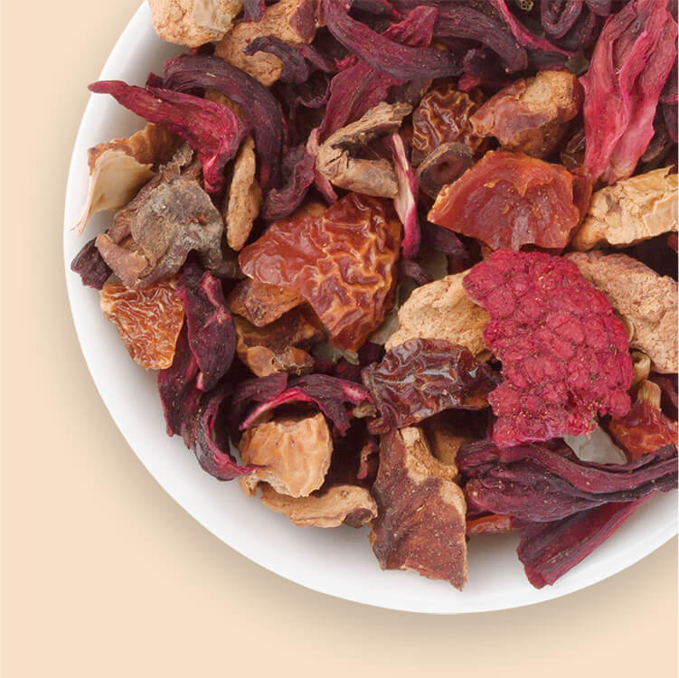 Der fruchtige Red Ruby überzeugt mit ganzen Früchten wie Himbeeren und Brombeerblättern