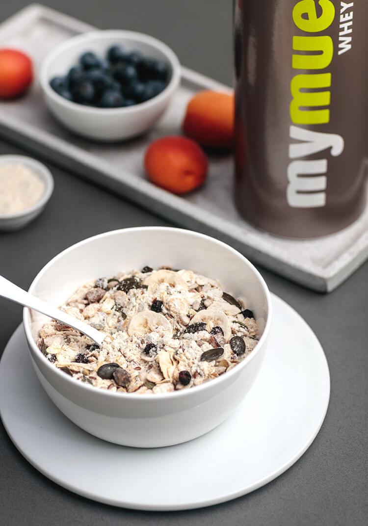 Ideal für ein schnelles aber proteinreiches Frühstück. Unser Whey-Protein-Müsli.