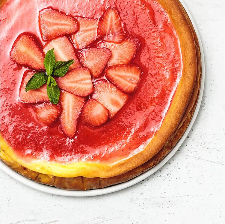 Strawberry Cheesecake mit frischen Erdbeeren.