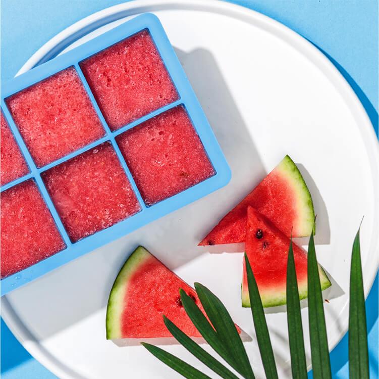 Meloneneiswürfel sorgen für den farblichen Touch