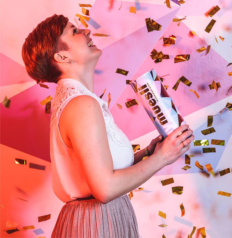 mymuesli Jubiläum - Teammitglied Steffi mit dem Strawberry Cheesecake