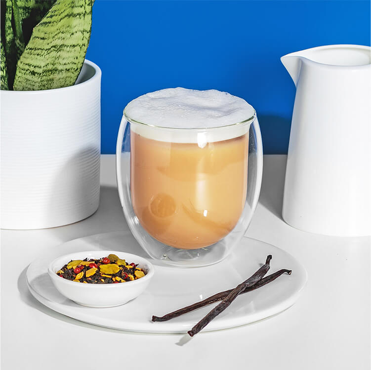 Kühler Iced Chai Lattemit Hafer Nilk