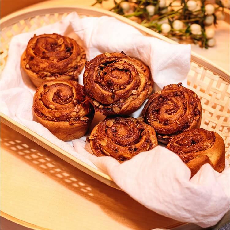 image2-cinnamon-muesli-rolls.jpg