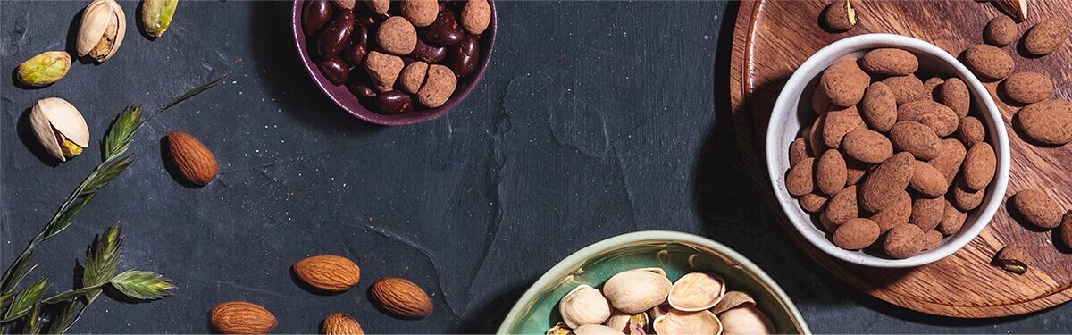 Knackige Nüsse umhüllt von Kokosschokolade