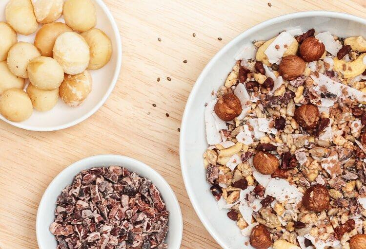 Paleo Muesli mit Nuessen und Kakaosplittern