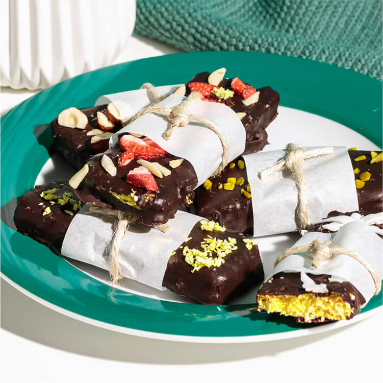 Kokos-Mango Riegel mit Schokoladenüberzug und leckerem Topping