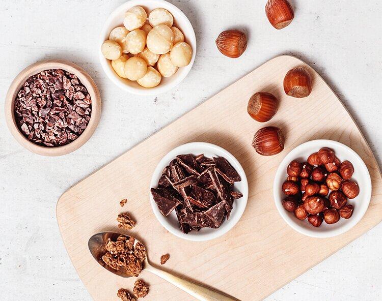 Mueslizutaten mit Macadamianuss und Haselnuss