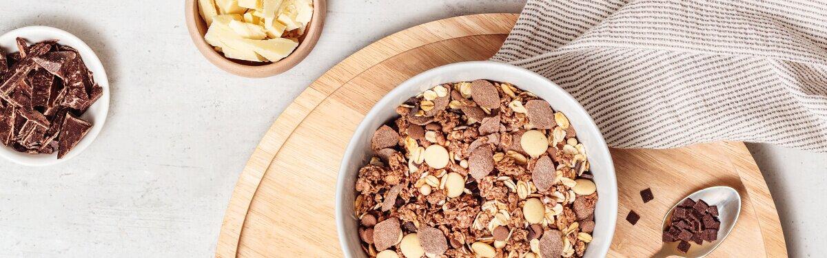 Muesli mit weisser und dunkler Schokolade