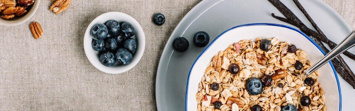 Granola mit Blaubberen und Vanille