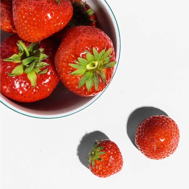 Frische Erdbeeren verfeinern das Frühstück