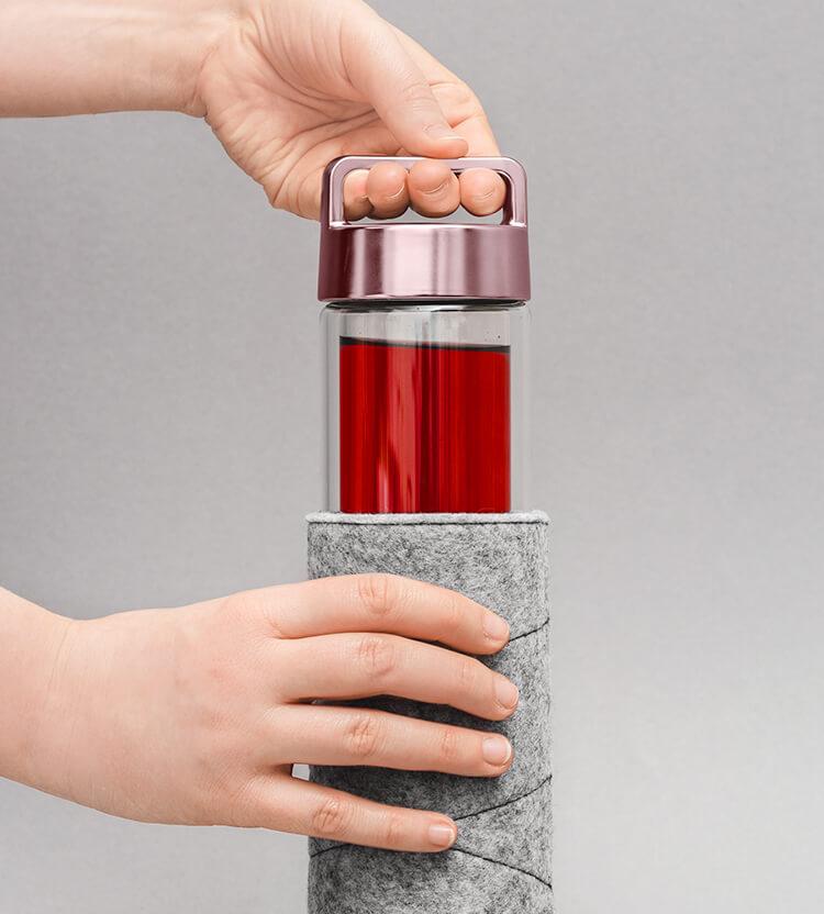 Praktische 2go Bottle mit Henkel für unterwegs