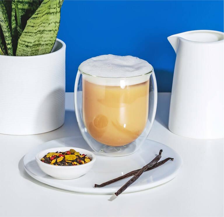 Iced Chai Latte mit Chai Tee und Hafer Nilk