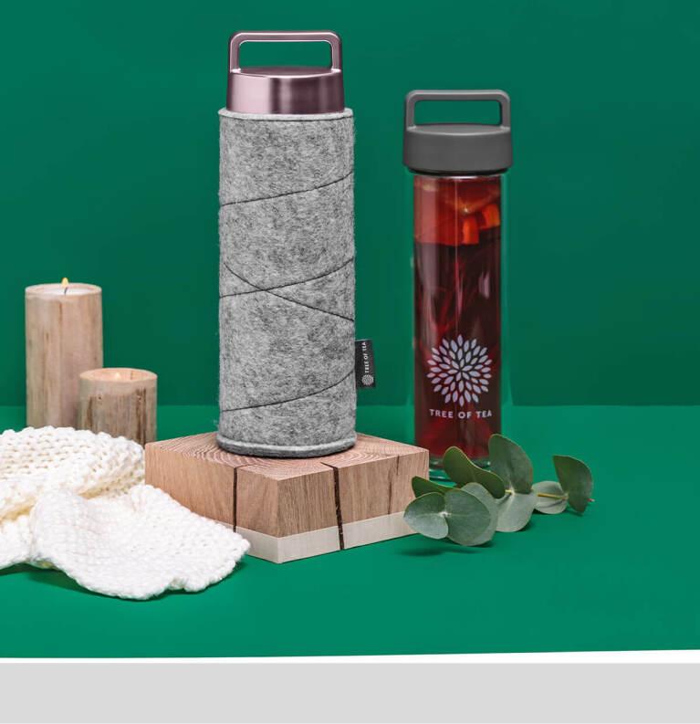 Die praktische 2go Bottle mit einer schützenden Filzhülle