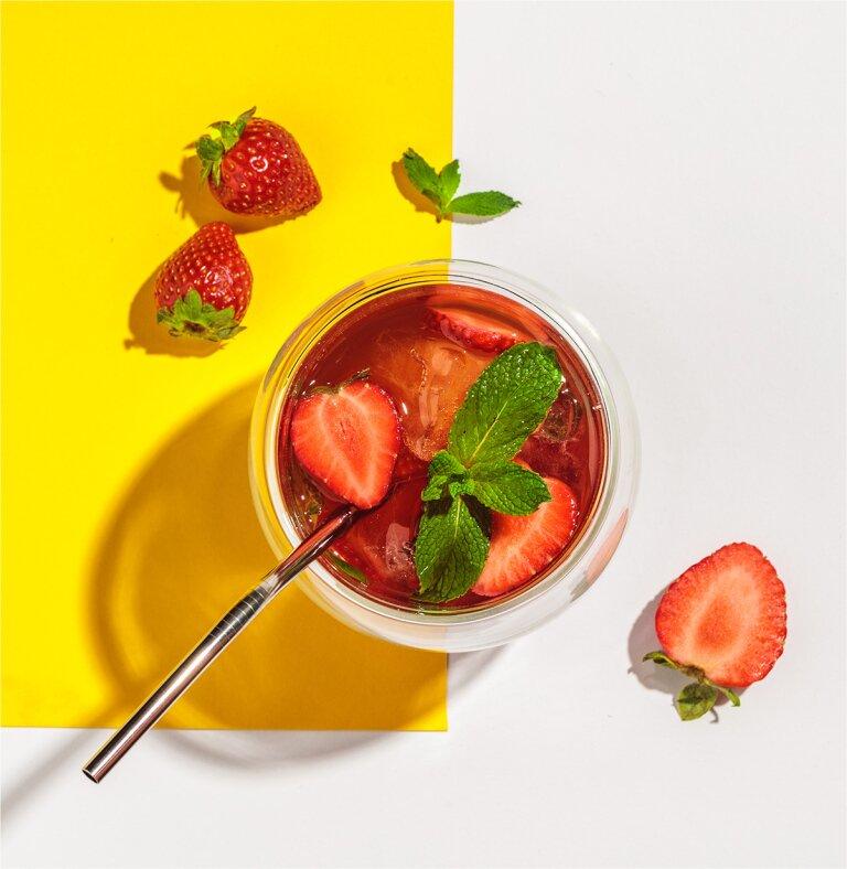 Erdbeer-Minz Eistee mit Garden Blossom Kräutertee