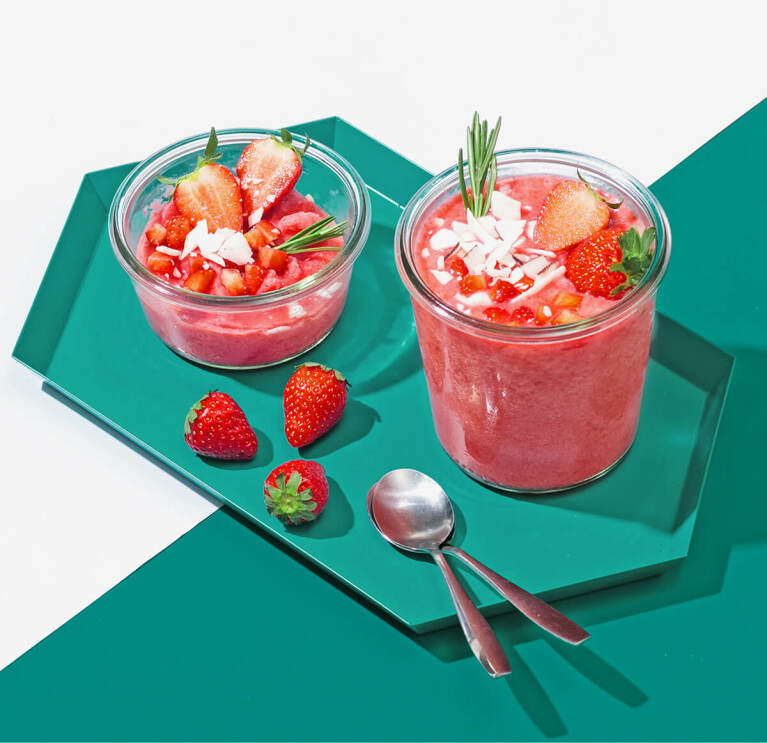 Erdbeer Kokos Nicecream mit Kokos Nilk