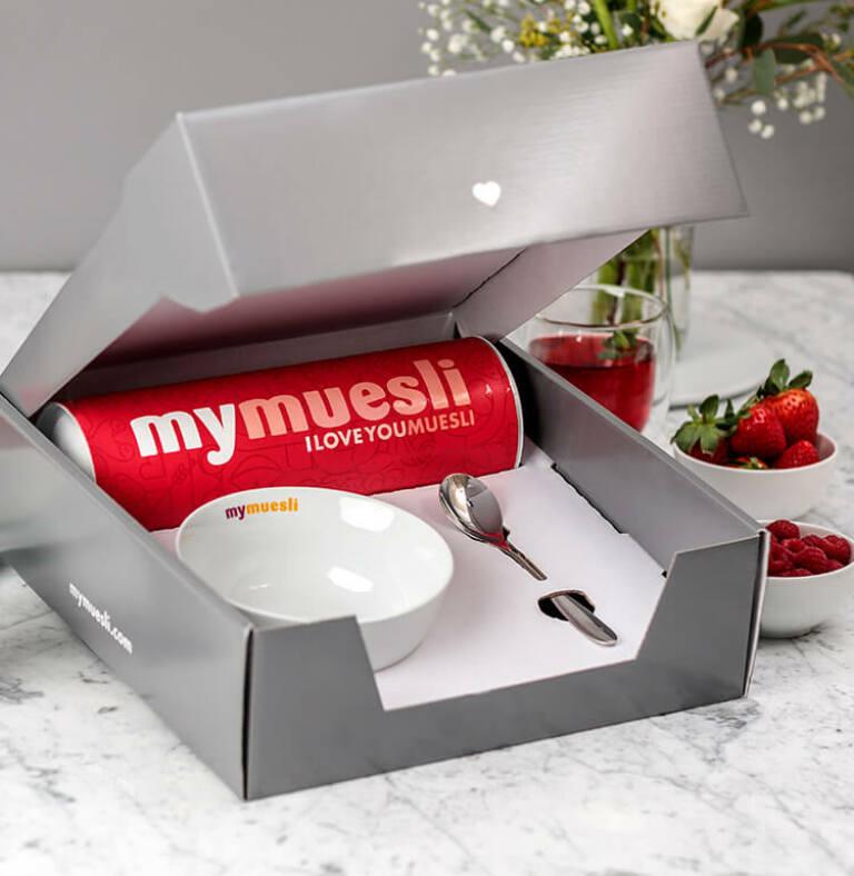 Unser I-Love-You-Geschenkset im vorgepackten Geschenk-Karton .