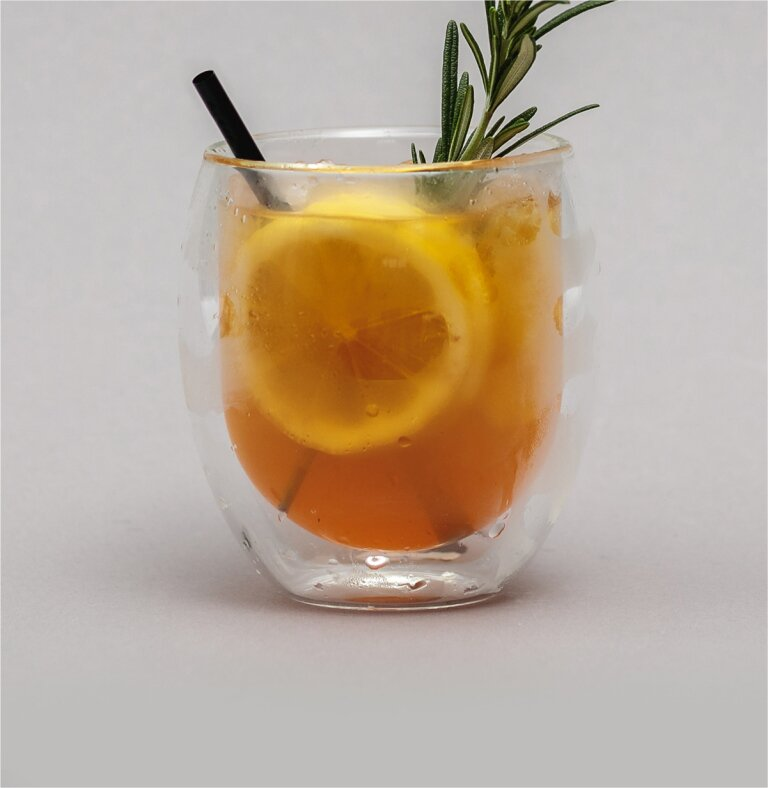 Royal Rosemary mit Gin und Roi Lemon Rooibostee