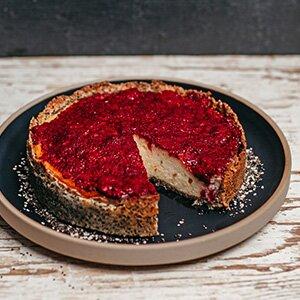 Frischer Chia-Cheesecake mit fruchtigem Beeren-Topping