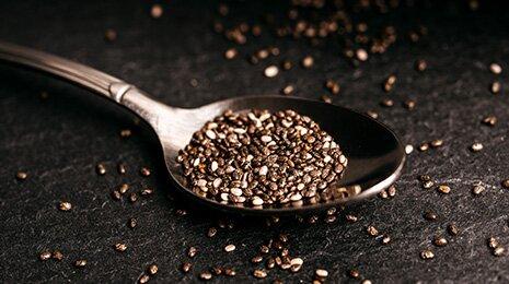 Chia ist ballaststoffreich, eiweißreich und enthält viele Omega3 Fettsäuren