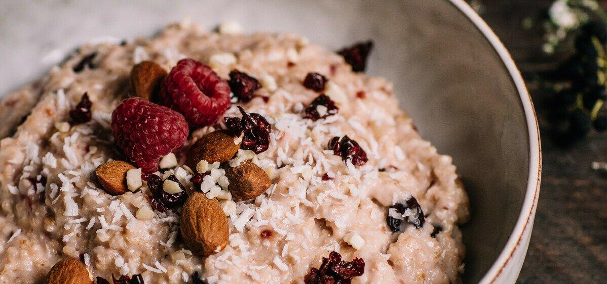 Ein herzerwärmender Porridge mit besonders leckerem Topping