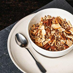 Paleo-Apfel-Crunchy dient als Grundlage für den Brei
