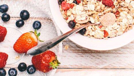 Klassisches Beeren-Müsli mit Chia-Samen
