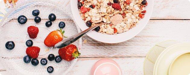 Laktosefreies Müesli aus feinen Zutaten aus kontrolliert biologischem Anbau für einen gesunden Start in den Tag