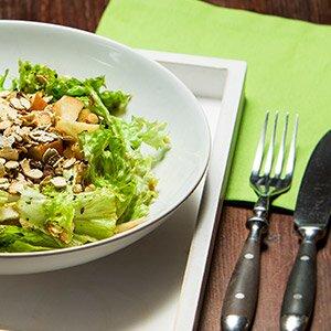 Salat mit vielen Proteinen optimal nach dem Sport